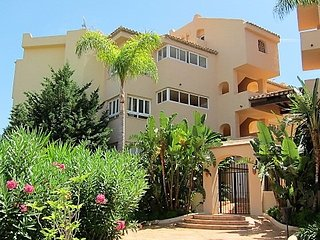 Large Bright  Apartment Golf,mountain, and sea view ,close to best sandy beaches - Elviria vacation rentals