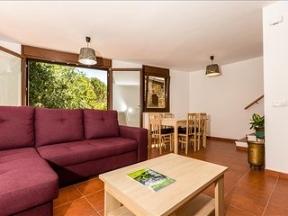 Nice Condo with Internet Access and Shared Outdoor Pool - Pobleta de Bellvehi vacation rentals