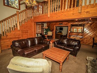 AWESOME! 21 ppl! 7 bedrms  Tri Level home with HOT TUB, Pool Table! - Big Bear Lake vacation rentals