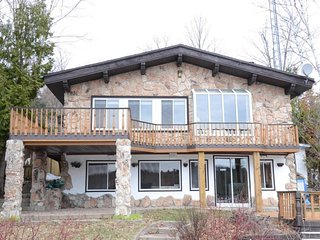 luxurious and modern artsy cottage on lake louisa - Wentworth Nord vacation rentals