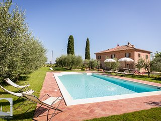 Giardino di Diana:pool in a unique flower garden. - Cortona vacation rentals
