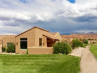 Cozy 3 bedroom Apartment in Moab with Garage - Moab vacation rentals