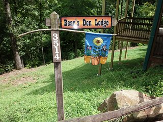 Bear's Den Lodge } Very Private with Great Views! Sleeps 16 - Awesome Bunk Room! - Pigeon Forge vacation rentals
