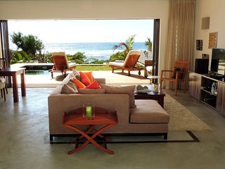 Contemporary 2-bedroom villa with pool on the sea - Poste Lafayette vacation rentals