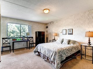 Quiet, close-in Minneapolis suburb - Edina vacation rentals