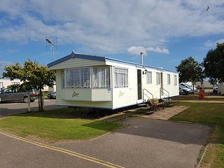 Rose Caravan Dog Friendly Extra Wide Caravan - Clacton-on-Sea vacation rentals