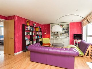 COLOURFUL VIBRANT HAPPY APARTMENT 10.16 - Edinburgh vacation rentals
