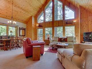 Gorgeous Mt. Hood cabin with woodland surroundings, private hot tub, and more! - Welches vacation rentals