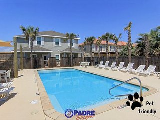 Pet-Friendly Townhouse w/heated pool, free Wifi and close to the Beach! - Corpus Christi vacation rentals