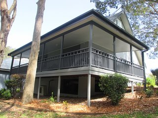 #9 Eucalypt Deluxe Family Resort Cottage 9 Eucalypt Deluxse Family Resort Cottage 2 nights - Cams Wharf vacation rentals