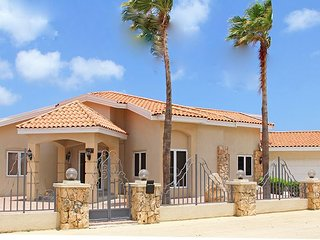 Beautiful newly renovated 5 BR villa on great location close to the beaches - Oranjestad vacation rentals