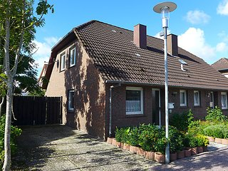Cozy 3 bedroom House in Norddeich - Norddeich vacation rentals