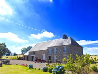 L'Auberdiere 18th Century Farmhouse set in 8 Acres - Vire vacation rentals