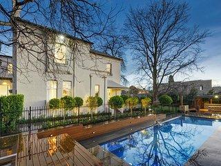 Nice 6 bedroom House in Kew - Kew vacation rentals