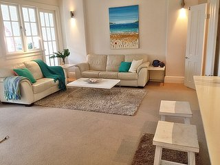 DARL3 - Light filled apartment in the heart of Man - Manly vacation rentals
