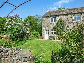 THE NOOK, 17th century cottage, enclosed garden, WiFi, walks from the door, Gargrave, Ref 934364 - Gargrave vacation rentals