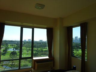 Luxury Corner Unit - Golf Course View, Wifi, Pool - Taguig City vacation rentals