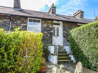 FISHER'S RETREAT, cosy cottage, dog friendly, enclosed courtyard, close to Lake Windermere, in Windermere, Ref 928580 - Windermere vacation rentals