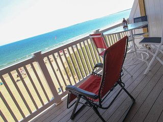 Beachfront penthouse w/ two balconies, blocks from the pier! - Old Orchard Beach vacation rentals