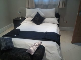 1 bedroom Fully furnished Apartment, at Comm 18 Rd - Accra vacation rentals