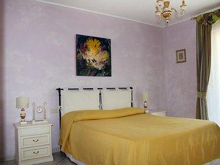 camera Matrimoniale e lettino  Villa i Melograni - Ciampino vacation rentals