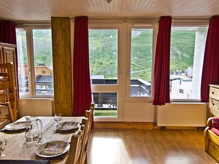 Ski apartment sleeps 4, Tignes Val Claret - Tignes vacation rentals