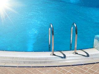 Comfortable Condo with Internet Access and A/C - Quinta do Lago vacation rentals