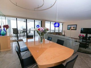 2 bedroom, modern, downtown Miami on the Bay - Miami vacation rentals
