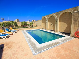 Arguza Farmhouse piscine privée  20 personnes - Xewkija vacation rentals