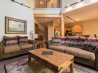 Starfire Townhome 1994 - Newly remodeled, beautiful home on shuttle route - Keystone vacation rentals