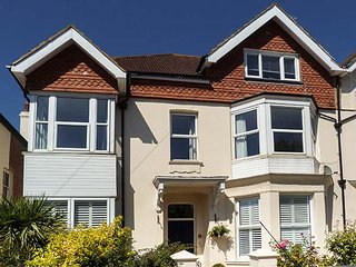 BOWMAN'S RETREAT, first floor apartment, WiFi, beach 5 mins walk, ideal for a couple or family, in Bexhill-on-Sea, Ref 938027 - Bexhill-on-Sea vacation rentals