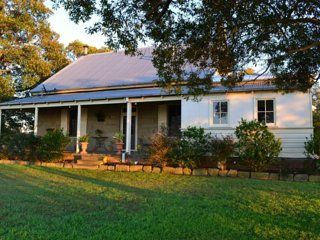 Owlpen House B&B - Double Room with Spa Bath - Rutherford vacation rentals