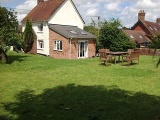 Beautiful 3 bedroom New Forest Cottage with Internet Access - New Forest vacation rentals