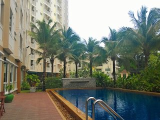 Big BR Apartment + Pool, Gym, Wifi at Phuket Town - Talat Yai vacation rentals