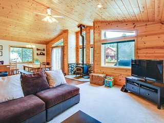 Spacious, cabin-style home w/ mountain views & shared hot tub/pool - Truckee vacation rentals