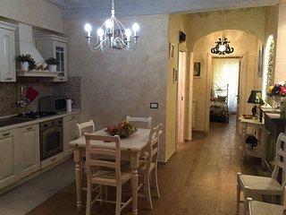 ROMANTIC OLTRARNO - Florence vacation rentals