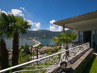 Lovely 4 bedroom Villa in Bissone - Bissone vacation rentals