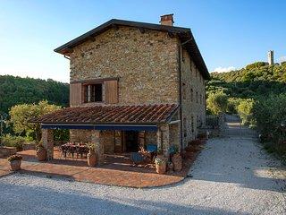 5 bedroom Villa with Hot Tub in Massarosa - Massarosa vacation rentals