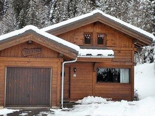 Chalet Alpin, cosy 2 bedroom ski chalet, sleeps 6 - Les Carroz-d'Araches vacation rentals