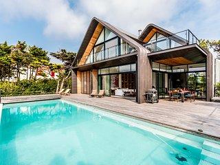 Villa d'architecte vue Golf/Mer piscine chauffée - Anglet vacation rentals