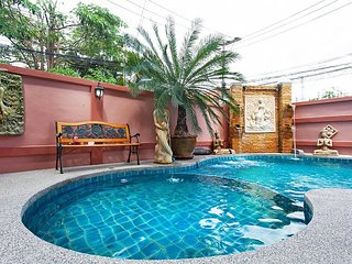 4 bed pool villa 1km to beach - Jomtien Beach vacation rentals