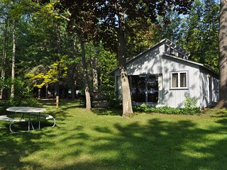 Charming lakefront villa on Big Glen Lake! - Glen Arbor vacation rentals