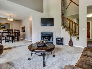 Modern townhome w/ gas fireplace, private hot tub, pool table, & patio - Cottonwood Heights vacation rentals