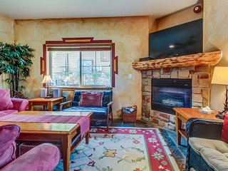Spacious townhouse w/ a private hot tub & a shared seasonal pool and gym! - Park City vacation rentals