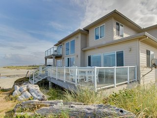 Classy dog-friendly & oceanfront home with private hot tub & amazing location! - Rockaway Beach vacation rentals