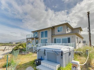 Oceanfront, dog-friendly home w/ private hot tub, jetted tub, great decor! - Rockaway Beach vacation rentals