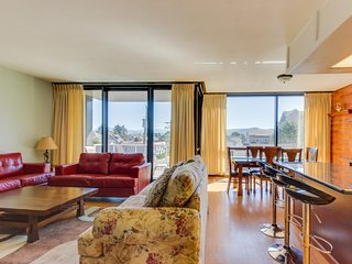 Lovely condo with partial ocean views and shared pool/sauna! - Seaside vacation rentals