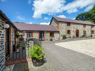 THE CORN STORE spacious accommodation, pet-friendly, quiet location in Corwen Ref 940575 - Corwen vacation rentals