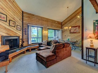 Gorgeous dog-friendly ski in/ski out getaway next to slopes - great for families - Brian Head vacation rentals