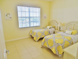 Large 3 Bedroom Penthouse Condo -Central Island Location- Close to shopping ! - Marco Island vacation rentals